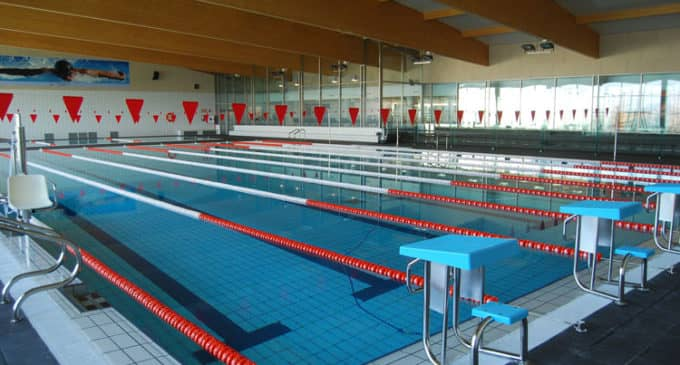 El PSOE alerta de la falta de control por parte de Los Verdes en la gestión de la piscina cubierta