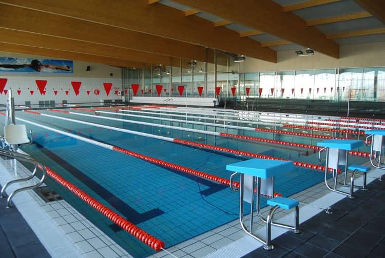 El d ficit de la piscina cubierta ascendi a euros for Piscina municipal los cristianos