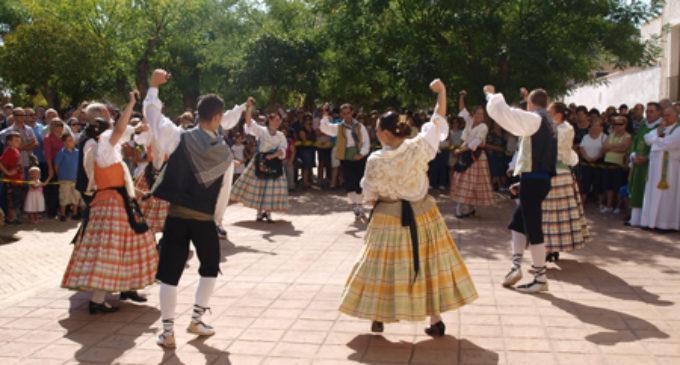 El Festival de Folklore introduce una actuación en la plaza de Santiago