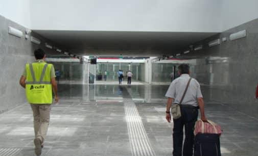 La asociación de personas con discapacidad física de Elda asume la venta de billetes y atención de clientes de la estación AVE de Villena
