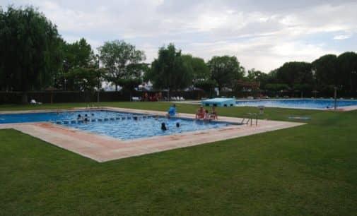 Villena aplaza hasta el mes de julio la decisión de abrir la piscina del polideportivo