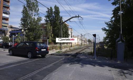 10.5000 vehículos discurren a diario por el paso  a nivel de la calle La Virgen en Villena