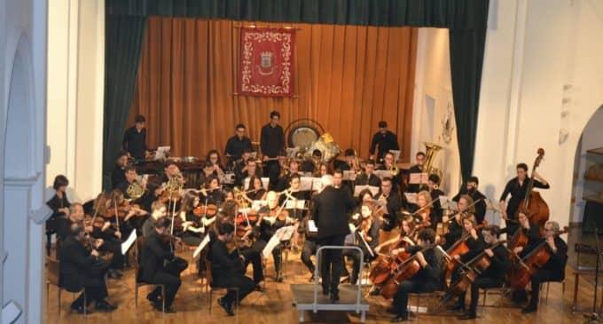 Gran concierto de la Orquesta Sinfónica de Villena en una Casa de Cultura de Biar abarrotada