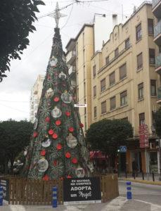 Árbol de Navidad ubicado en la calle Corredera