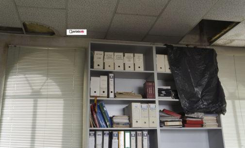 Goteras y losetas sueltas se incrementan en el Ayuntamiento de Villena