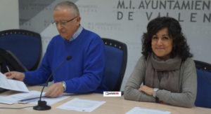 Esther Esquembre y Eugenio Menor, concejala de Comercio y  técnico de Desarrollo Económico