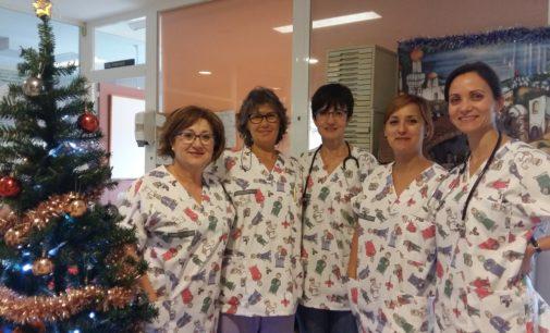 Cambio de uniformes en Pediatria del Hospital de Elda para hacer un entorno más amigable