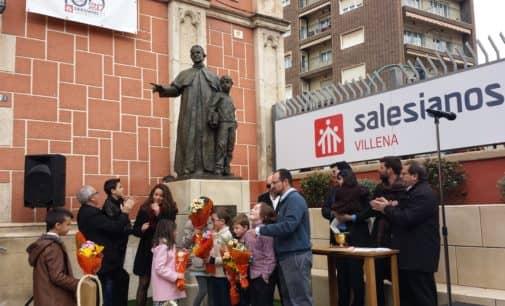 Don Bosco preside la entrada de la iglesia de los padres Salesinos en Villena