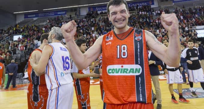 El jugador de baloncesto, Jesús Fernández, triunfa en la Copa LEB Plata 2017