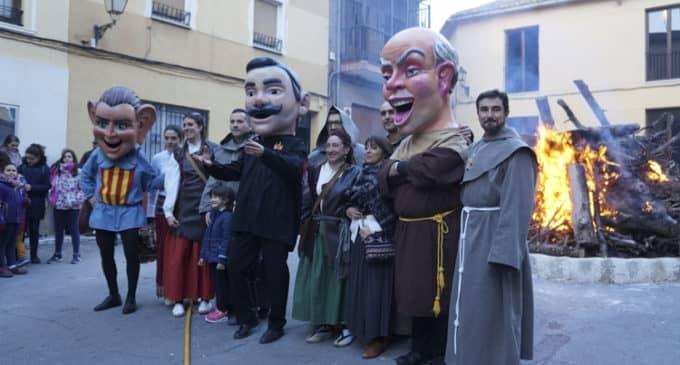 Toquis-nonis vuelve a encender la hoguera de San Antón