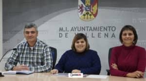 El presidente de la JCF, Luís Sirera junto a las concejalas, Conchi Beltrán y Mercedes Menor