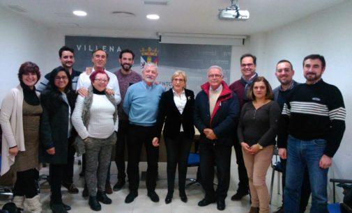 Ana Barceló, Diputada en Las Cortes Valencianas, con la comisión permanente del Foro Económico y Social de Villena