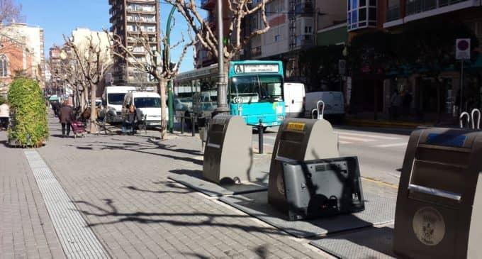 Villena sancionará con 90 € depositar la basura en el contenedor fuera del horario establecido