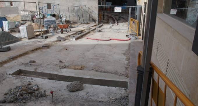 La calle Maestro Caravaca será transitable a partir del 7 de abril
