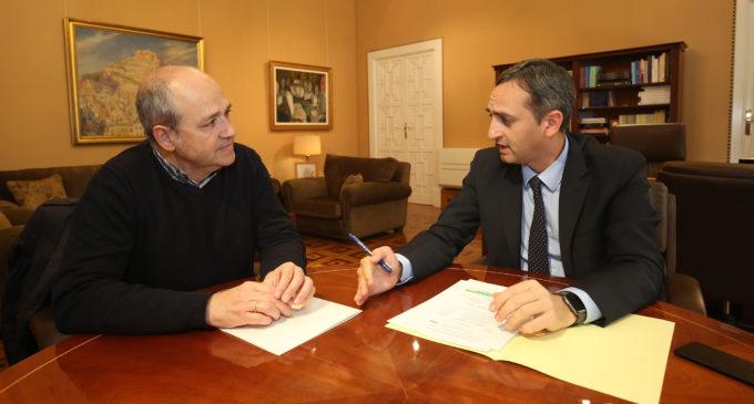 César Sánchez transmite al alcalde de Villena el compromiso de la Diputación con las necesidades del municipio