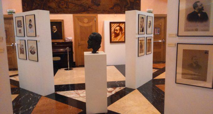El Teatro Chapí exhibe una selección de imágenes del compositor Ruperto Chapí.