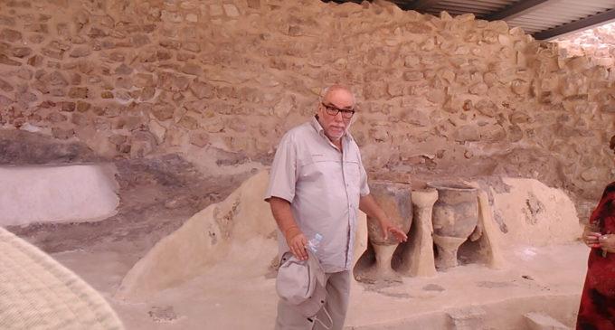 El Museo Arqueológico facilita el documeto de adhesión al nombramiento de Hijo Adoptivo a Mauro Hernández