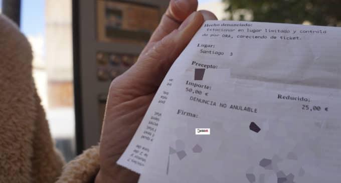 Un error en el ticket de infracción provoca malestar entre los usuarios de la zona azul en Villena