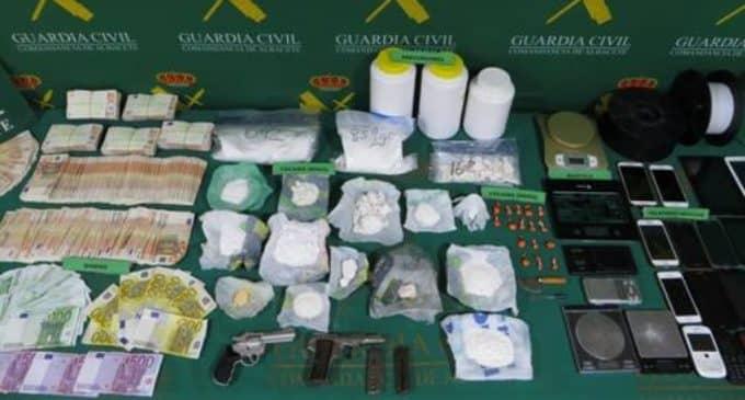 Desmantelan un laboratorio de cocaína en Villena y otro en La Cañada