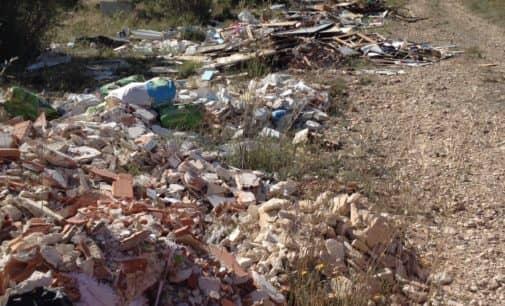El PSOE vuelve a denunciar un vertedero incontrolado en la zona de La Solana