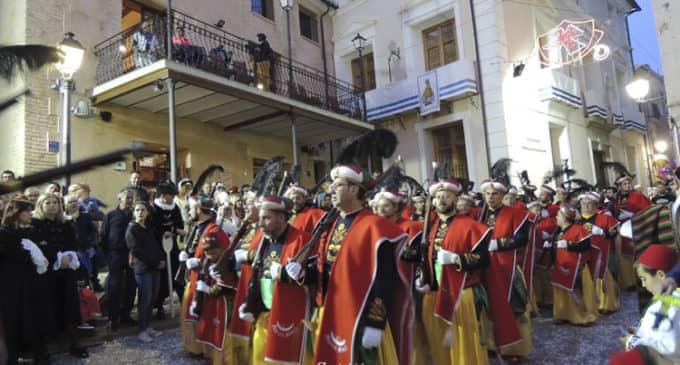 La alegría llenó las calles de Biar en el desfile más multitudinario