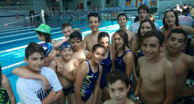 Un primer puesto en 400 metros libres y un tercero en 100 metros libres para los nadadores de Villena