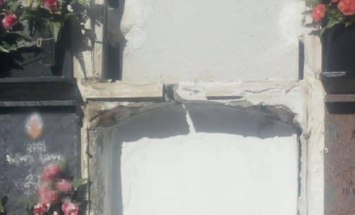 El bloque de nichos  que se resquebrajó sigue igual, cuatros meses después