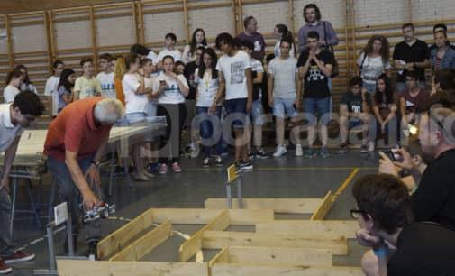 500 estudiantes participan en el I certamen de robótica del IES Hermanos Amorós