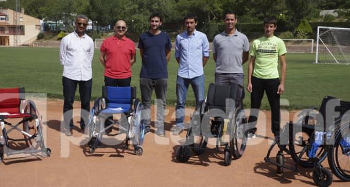 El Polideportivo Municipal cuenta con cuatro sillas de carreras adaptadas