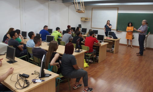 El alcalde de Villena visita al alumnado del taller de empleo Vial Ecológico III