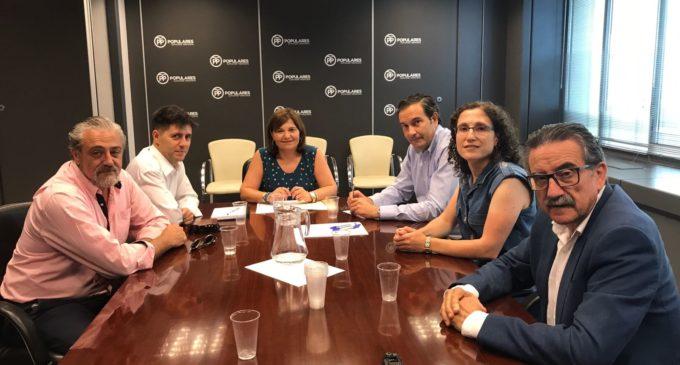 La Asociación de la Prensa Comarcal Valenciana se reúne con Isabel Bonig