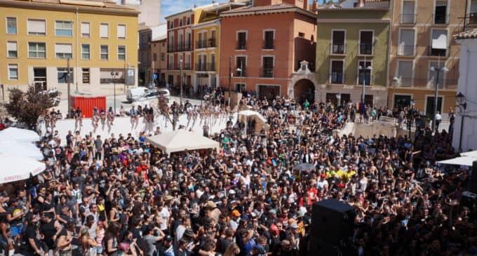 Conciertos acústicos en la plaza Mayor de Villena para recordar los festivales de verano