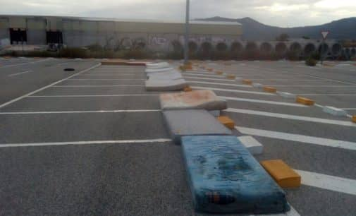 La concejalía de Servicios retira 27 colchones abandonados en el polígono de Bulilla