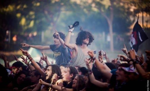 Ritmos frescos y sin artificios en la primera jornada de Leyendas del rock en Villena
