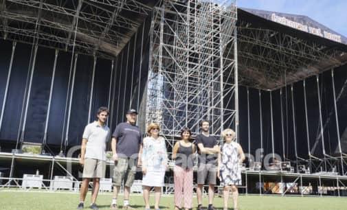 El Leyendas del Rock más multitudinario en el punto de salida en Villena