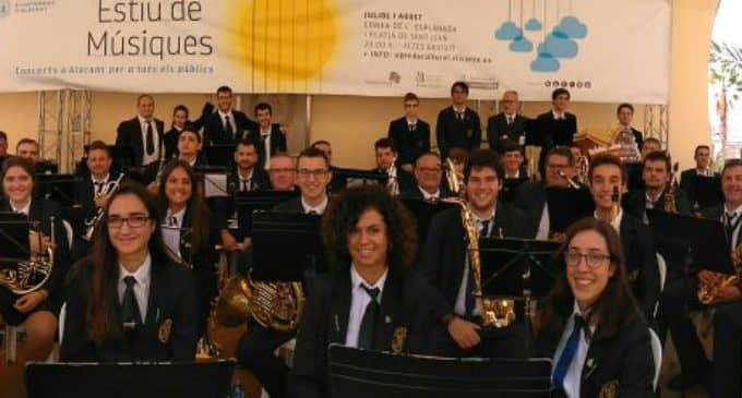 80 músicos de la Sociedad Musical Ruperto Chapí en Alicante