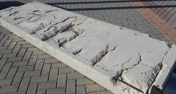Jardines sustituirá los bancos de hormigón por otros de acero en el recinto ferial de Villena