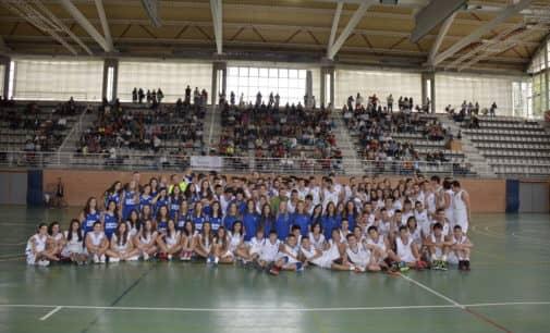 Villena Cúentame presenta al club de Baloncesto V-74 para la Arracada de Oro a nivel colectivo