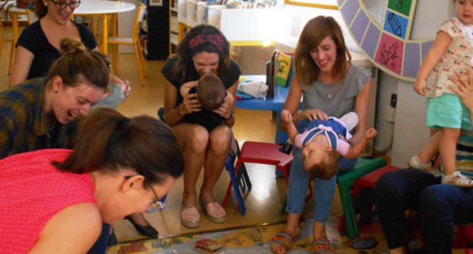 Gateando entre libros en las bibliotecas de Villena