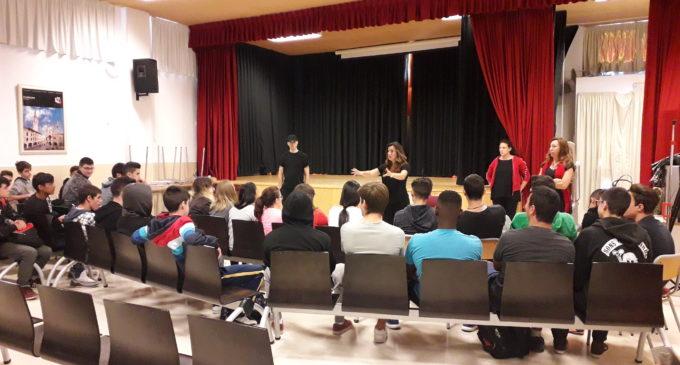 Teatro contra los micromachismos en el instituto Navarro Santafé