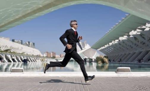 La maratón de Valencia en Traje y Corbata por APADIS