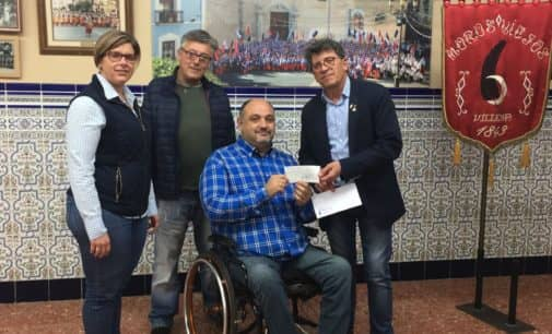 La comparsa de Moros Viejos vuelca su solidaridad con AMIF