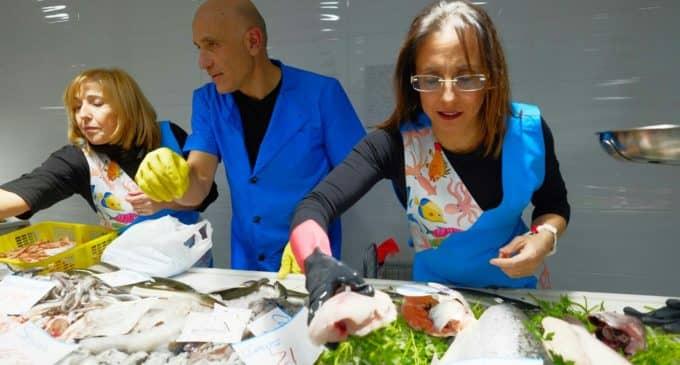 Pescadería Lolita abre sus puertas en el centro de Villena