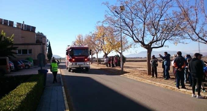 Efectivos del parque de bomberos de Villena realizan un simulacro de incendio en APADIS