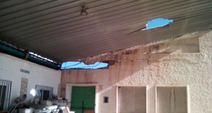 Se desploma el tejado de las antiguas cámaras de la CAM propiedad municipal
