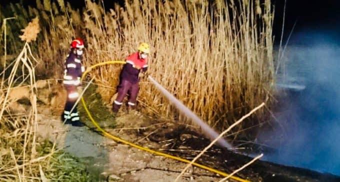 Los Bomberos emplean  más de una hora para sofocar un incendio de cañizo en el Prado de Galeno