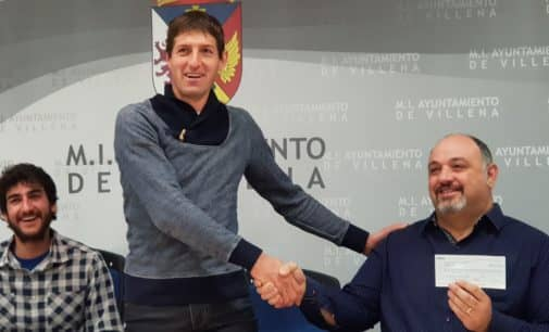 Los organizadores de la San Silvestre de Villena entregan a AMIF 2.400 euros recaudados en la carrera
