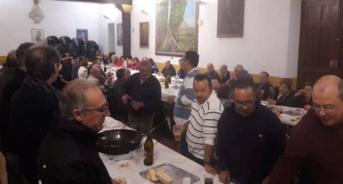 Cerca de un centenar de personas acuden al almuerzo del Partido Popular pese a la lluvia