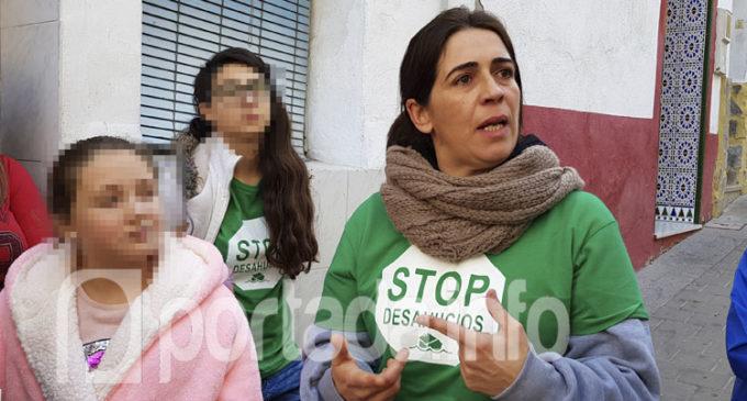 La PAH Villena paraliza el desahucio de una familia en la calle Maestro Moltó
