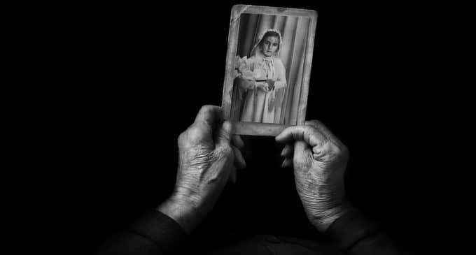 """""""Recuerdos de Infancia"""" de Miquel Planells gana el VII Concurso Internacional de Fotografia Helie Salas"""